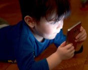 Smartphonespiele für Kinder (Foto: pixabay.com © Andi_Graf)